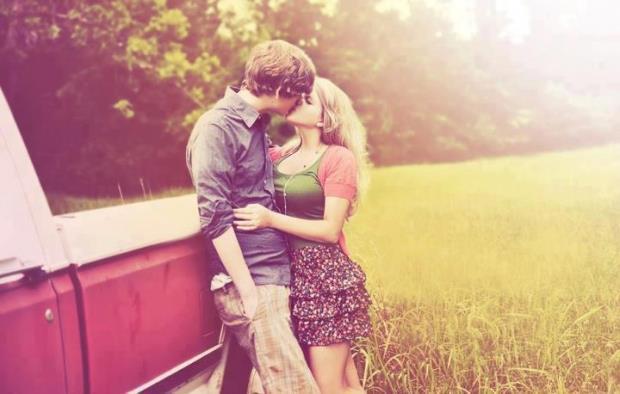 Những câu Status sâu sắc ý nghĩa nhất về tình yêu đôi lứa từng được chia sẻ trên Facebook-1