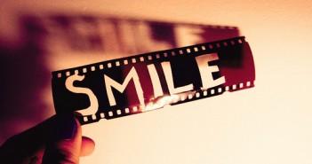 Những câu nói cực hay cực ý nghĩa về vẻ đẹp của nụ cười trong cuộc sống bằng Tiếng Anh-12